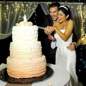 Art&Photos di Giunia Ricci: Uno dei momenti più tradizionali di sempre dolce e spiritoso, è il taglio della torta!