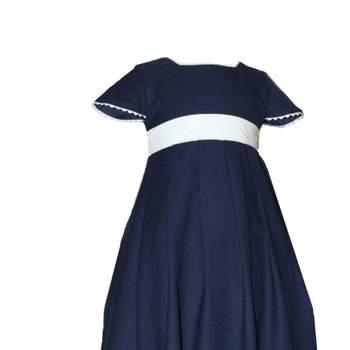 Ravissante robe bleu marine pour petite fille d'honneur.