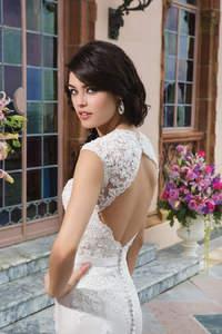 Die neue Brautmoden-Kollektion 2015 von Sincerity Bridal:  handbestickt und aus sinnlichen Schnitten.