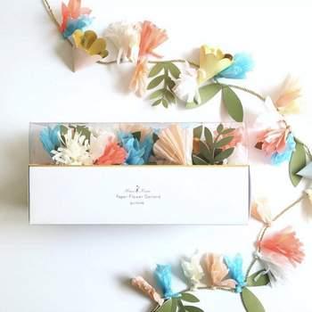 Girnalda de papel con motivos florales. Credits: Meri Meri