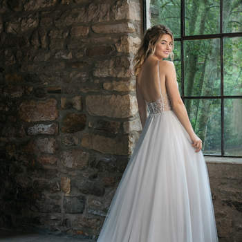 Modelo 44069, vestido de novia con tirante fino y falda voluminosa