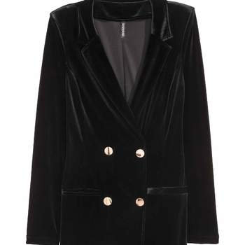 Vestido de veludo preto com botoões dourados. Credits: H&M