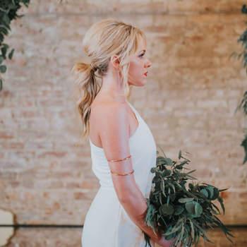 Penteado para noiva com rabo de cavalo baixo | Foto: Morgan Marie Photography