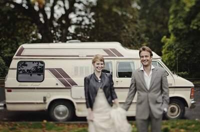 La coppia inglese composta da Lisa Grant e Alex Pelling, dopo aver donato tutti i propri averi in beneficenza, ha deciso di partire per un lungo viaggio intorno al mondo, celebrando le proprie nozze in venti paesi differenti, sperimentando per ognuno di essi l'usanza del posto.