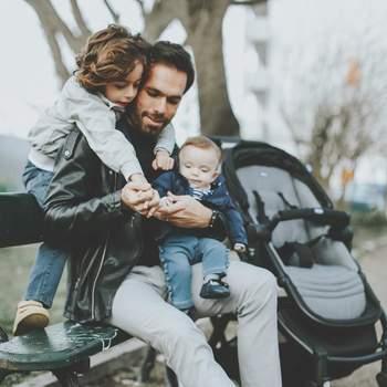 Por seu turno, Ricardo Martins Pereira (o arrumadinho) também assinalou o dia. «Tenho o privilégio de fazer o que mais gosto. Tenho os meus projetos, trabalho com as pessoas que escolhi trabalhar, e também por isso gosto de fazer mil coisas ao mesmo tempo. Mas nenhuma me dá tanto prazer como esta, a de ser pai. E acho que até nem me safo mal.» | Foto reprodução Instagram @oarrumadinho