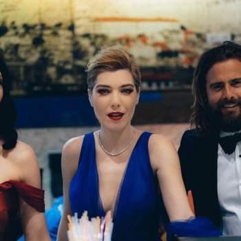 Com Soraia Chaves e João Manzarra... no bar. Foto via IG @raquelstrada