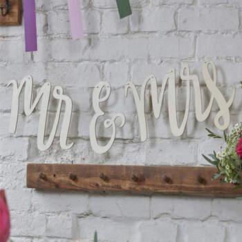 Guirnalda de pared Mr y Mrs- Compra en The Wedding Shop