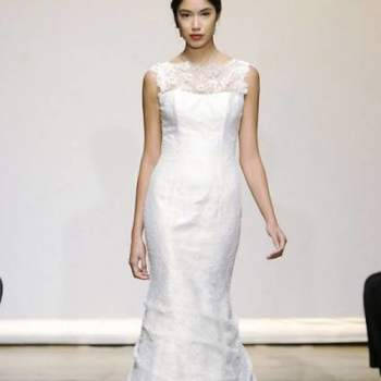 Alças assimétricas, transparências e pequenas aplicações marcam esta colecção de vestidos de noiva by Ines di Santo para o Outono 2013, apresentada na New York Bridal Fashion Week.