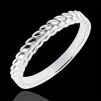 Precioso  anillo de estilo helénico compuesto de hojas de oro trenzadas sobre la mitad superior. Perfecta como alianza original y refinada o como un anillo a combinar con otros. Foto: Edenly.  http://tinyurl.com/cvflf27