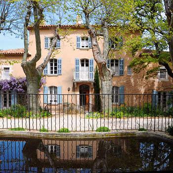 Photo : Château Grand Boise - Situé à 25 kilomètres à l'est d'Aix-en-Provence, il surplombe fièrement la vallée de l'Arc.