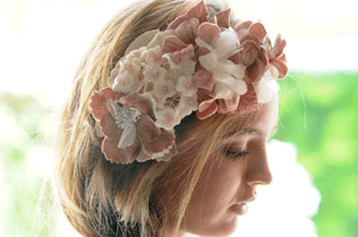 Bridal hair full of freshness and color