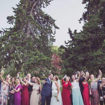 Foto de novios con invitados |Foto: McClure Fotografía