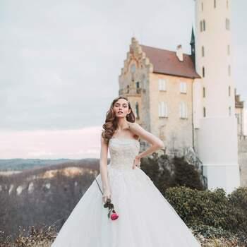 Aurora by Allure Bridals | Style: DP251 (só disponível nas lojas Kleinfeld) | Créditos: Disney