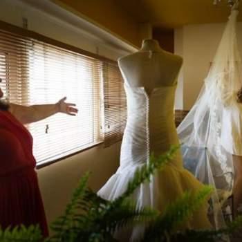 """Para la novia, los momentos mágicos empiezan con los preparativos. Foto: <a href=""""https://www.zankyou.es/f/jm-photoemotion-11527"""" target=""""_blank"""">JM Photoemotion</a>"""