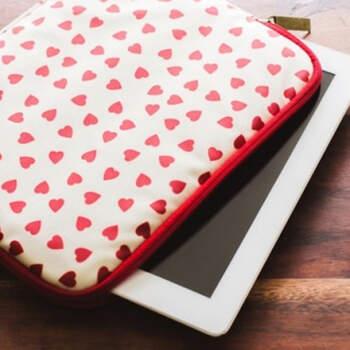 Funda para tablet de corazones rojos- Compra en The Wedding Shop