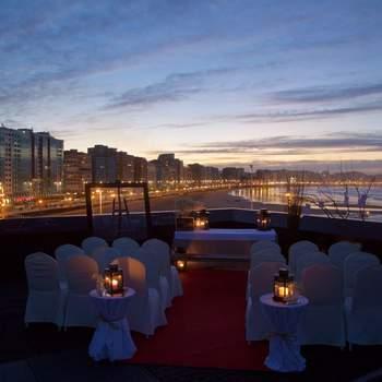"""Se encuentra ubicado en primera línea de playa del mar cantábrico y te ofrece para tu gran día un entorno mágico donde disfrutar de un """"sí, quiero"""" inolvidable."""