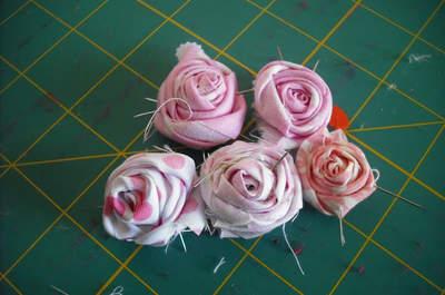 DIY: São rosas... de tecido!