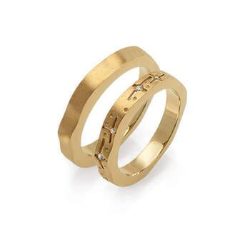 MATER jewellery tales - alianças em ouro com diamantes e topázios. Preços entre os 900€ e os 1.000€