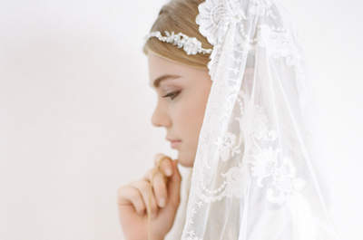 ¿Quieres lucir una mantilla el día de tu boda? Integra este accesorio con estilo puro