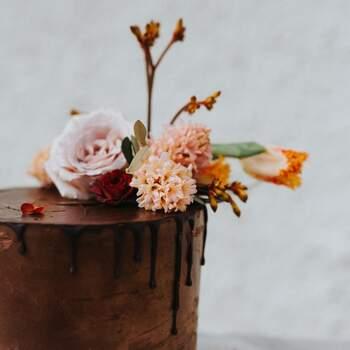 E um bolo de chocolate? Uma ideia deliciosa! | Créditos: IG @floralrhapsody