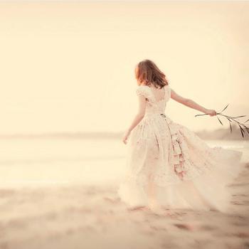 Vintage Precious (Foto: http://www.etsy.com/listing/70037982/girls-dress-fairy-tale-ruffles-fabric-of)