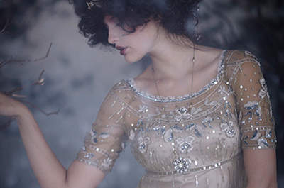 Vestido de novia de inspiración vintage con paillettes, de BHLDN