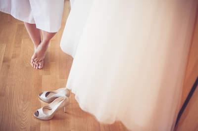 Mit High Heels an der Hochzeit wie auf Wolken gehen: Himmlische Tricks für bequeme Brautschuhe!