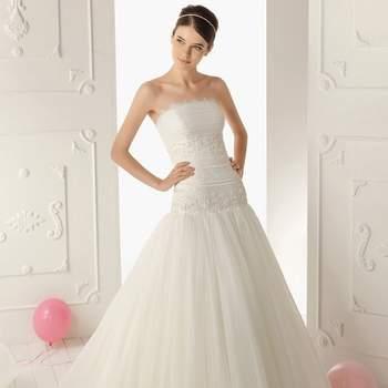 A 'irmã mais nova' da marca Rosa Clará já divulgou as fotos das suas mais recentes criações. A colecção de vestidos de noiva Aire Barcelona 2013 é, essencialmente, clássica e romântica, privilegiando a simplicidade do corte e a delicadeza dos pormenores.
