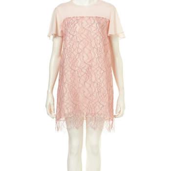 A TopShop acaba de lançar a sua primeira colecção de vestidos de noiva: a Tie The Knot Collection, assinada pelo estilista britânico Richard Nicoll.