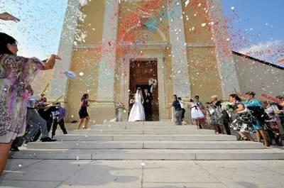 L'uscita degli sposi dopo il fatidico 'sì lo voglio': una carrellata degli scatti più emozionanti
