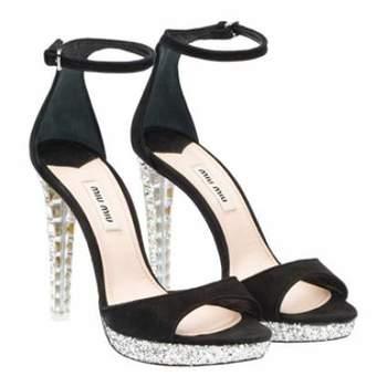 Os luxuosos e lindos sapatos Miu Miu fazem sucesso. Por isto mostramos a coleção para vocês!