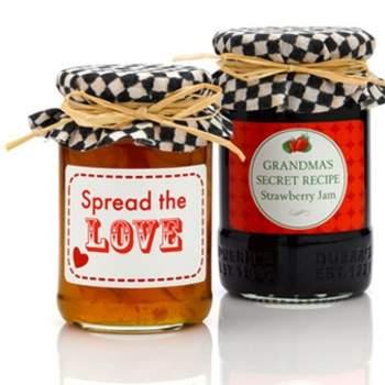 Vini e prodotti locali tipici per i vostri invitati, da personalizzare con etichette e packaging ad hoc. via http://greenweddingshoes.com