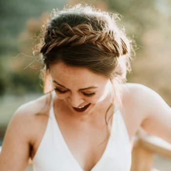 Penteado para noiva com cabelo preso e trança | Foto: Eileen Meny Photography