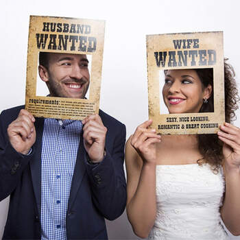 Atrezzo Photocall Wanted 2 unidades- Compra en The Wedding Shop
