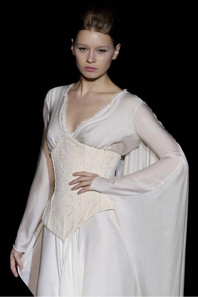 Vestido de novia Isabel Zapardiez 2012 con mangas murciélago