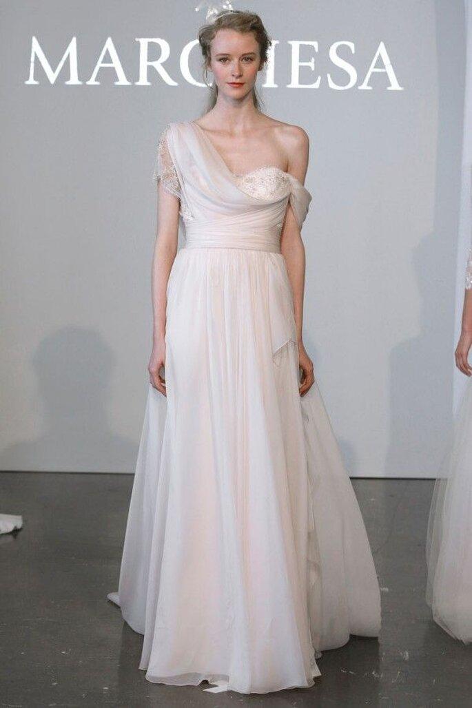 Vestidos de novia 2015 con hombros caídos - Foto Marchesa