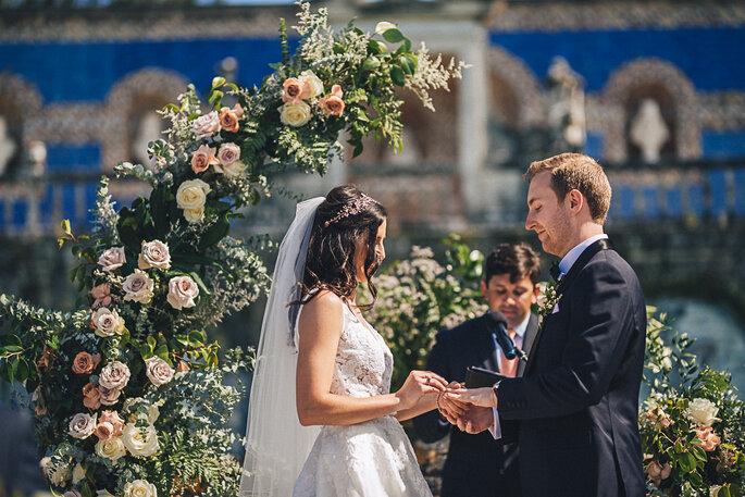 momento da troca das alianças casamento