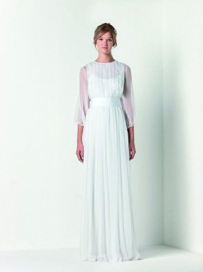 Abito lungo in chiffon di seta con motivo di pieghe e cintura in gros-grain in vita color bianco gelsomino. Max Mara Bridal Collection 2012