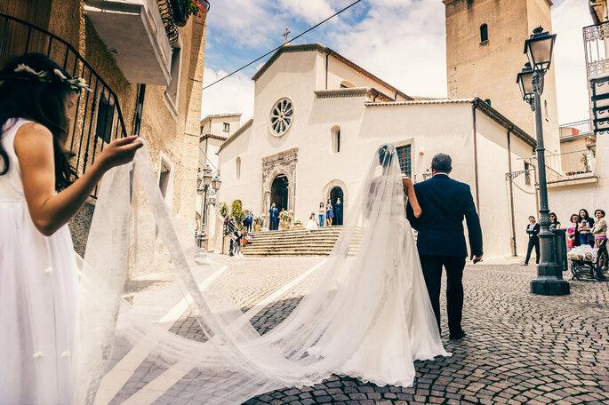 Nicola Centoducati - sposa arriva in chiesa con il padre