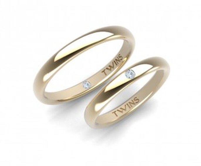 Alliances TWINS - Traditionnel : bombées 3mm, en or jaune 750/mm, couple de diamants TWINS taille ronde de 0,06 carats