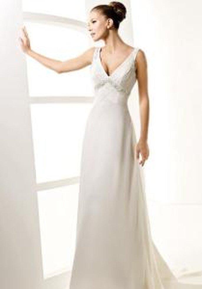 La Sposa 2010 - Lady, vestido largo corte imperio, escote en V, busto bordado