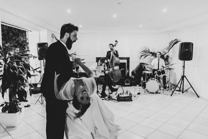 Marco Fardello Fotografo - ballo divertente degli sposi