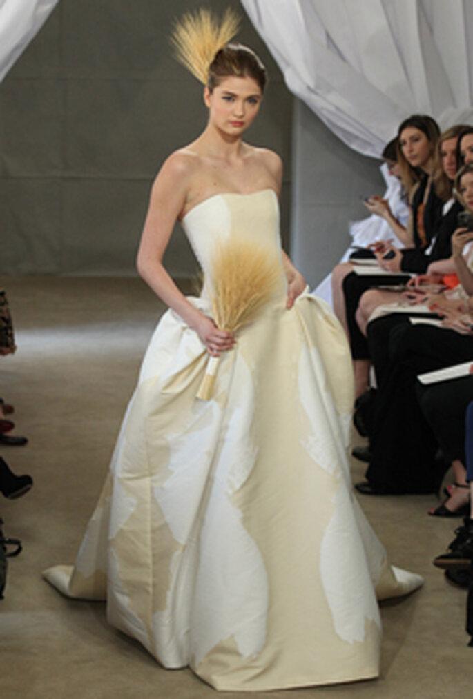 Ausgefallene Brautsträuße sind 2013 voll im Trend – Foto: CAROLINA HERRERA