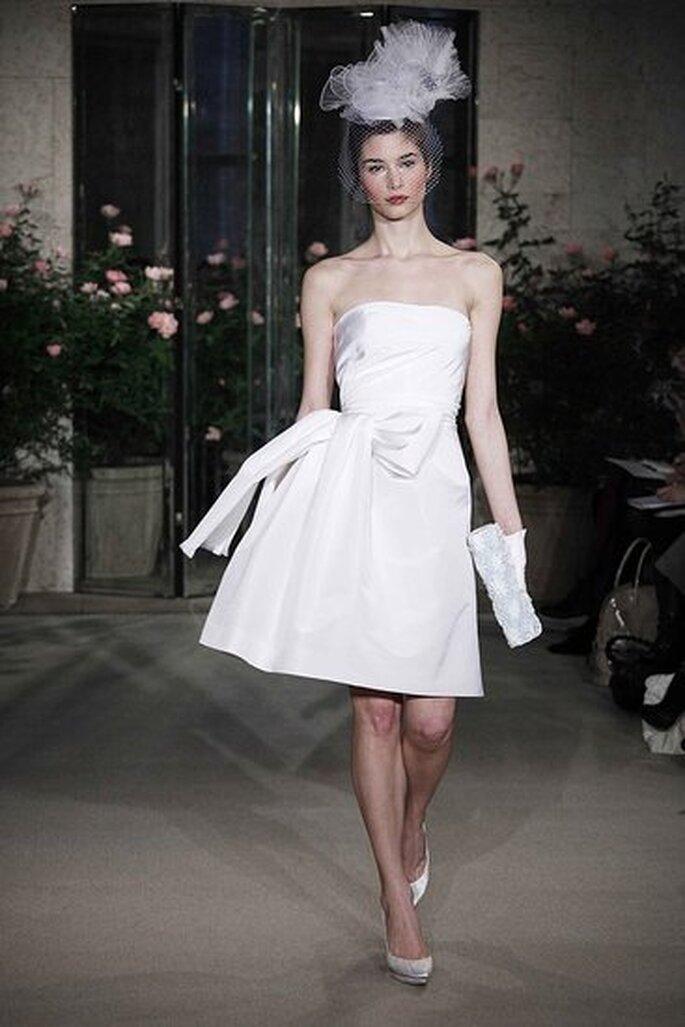 Oscar de la Renta 2010 - vestido curto sem alças em seda com laço na cintura