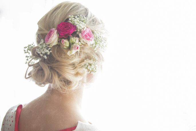 8 Coiffures De Mariee Avec Des Fleurs Pour Faire Eclore Votre Beaute