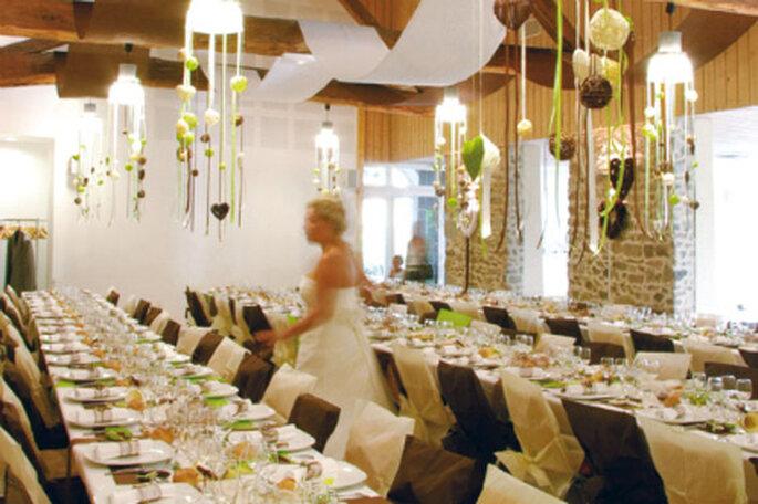 Hochzeitsdekoration in Braun. Wunderschön in Kombination mit Beige und/oder knalligen Farben wie z.B. Grün. Foto: airedefiesta.com