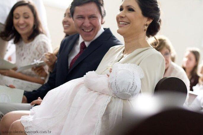 Transforme o seu vestido de noiva num fato de baptizado! Foto: Alex Krusemark