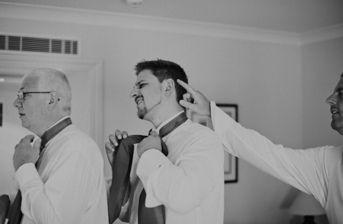 Dan y sus amigos arreglando todos los detalles antes de la boda - Foto Nadia Meli