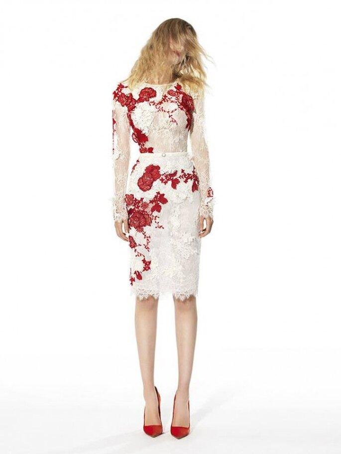 Vestido de fiesta 2014 en color blanco con bordados de encaje en tono rojo con inspiraciones florales - Foto YolanCris