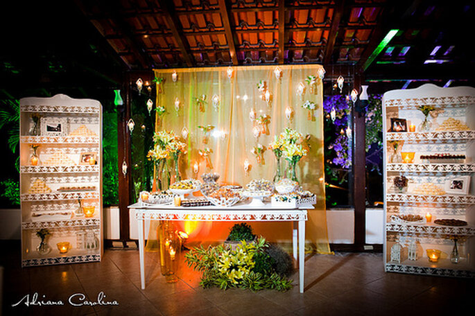 Ideas para mesas de dulces con bocadillos. Foto de Adriana Carolina